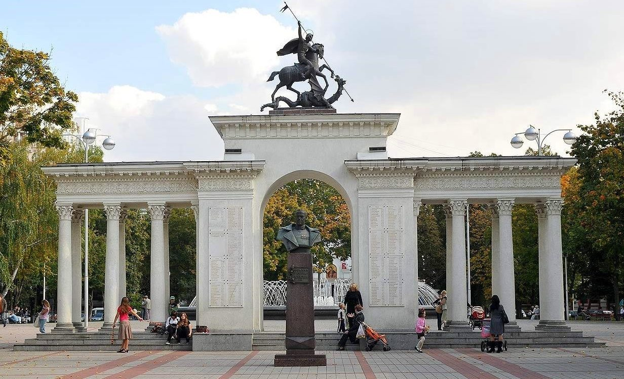 Сквер имени Жукова на улице Красная в Краснодаре