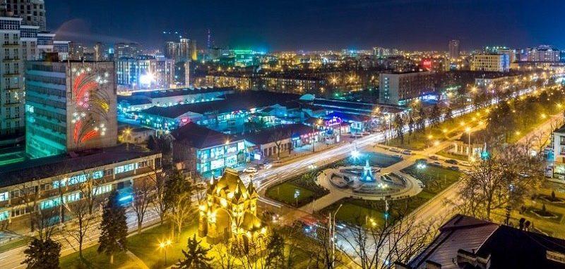 """Краснодар ночью. Фото к статье """"Кто едет в Краснодар и зачем""""."""