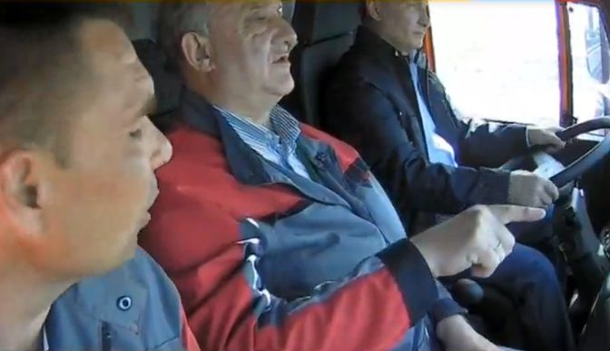 Путин первым проехал по Крымскому мосту за рулем Камаза