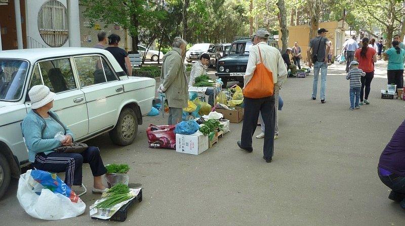 Такой уличной торговли в Краснодаре очень много