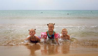 Детки на море